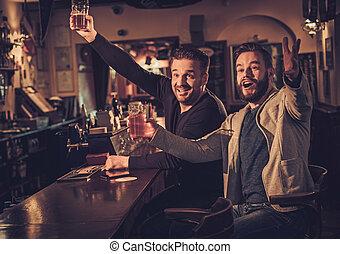 antigas, contador, bar, alegre, Cerveja, esboço, barzinhos, bebendo, amigos