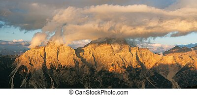 gruppo del Sorapis, South Tirol, dolomites mountains -...