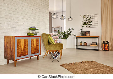 Room with commode and armchair - Bright and spacious room...