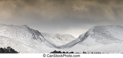 Cairngorms & Lairig ghru Mountain pass in Scotland. -...