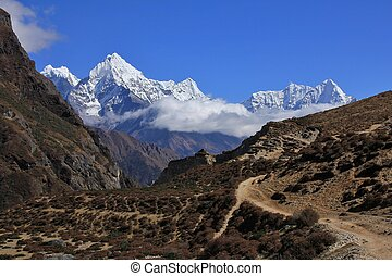 Trail in the Thame valley, Everest National Park