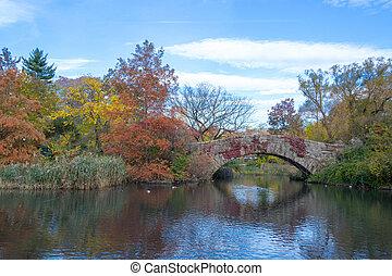 Gapstow bridge in a colorfull fall morning - Gapstow bridge...