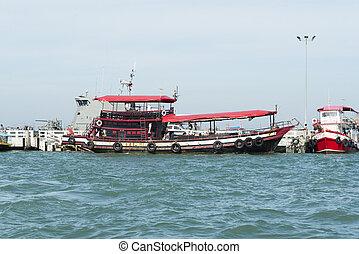 Ships at berth. - Ships at the pier in Pattaya.