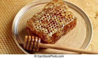 Rotating ceramic plate with honeycomb and wooden honey...