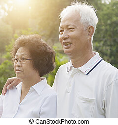 Asian seniors couple looking away - Portrait of healthy...