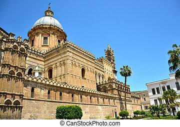 Maestosa Cattedrale di Palermo della Santa Vergine Maria...