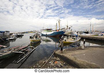 Makassar harbor - Makassar schooners pinisi in Paotere...