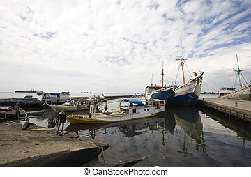 Makassar harbor - Makassar schooners (pinisi) in Paotere...