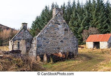 Derelict cottage & outbuilding, Scottish Highlands