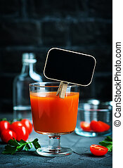 Bloody-Mary - Cocktail Bloody-Mary in glass and on a table
