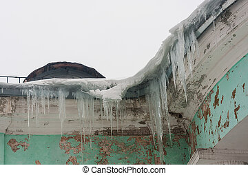 Dangerous icicles in a house roof - Dangerous large icicles...