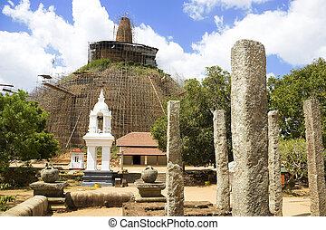 Abhayagiriya Dagoba, Anuradhapura, Sri Lanka - Image of...