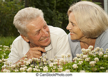 Laughing old couple in the middle of the lawn - Cute old...