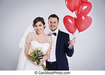 Bride with roses and groom with balloons