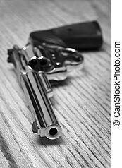 Pistol Handguns for Self Defense - Handguns and pistols for...