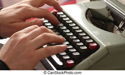 Old vintage typewriter machine with clicking soundfx - Old...