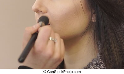 Make a Professional Make-up - Applying face powder bronzer....