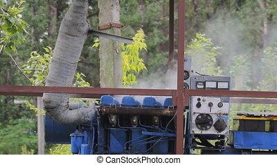 Hot Mechanism Smokes - Motor overheated engine smokes