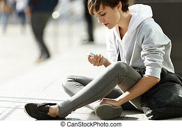 Teléfono celular, niña