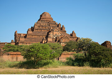 Dhamma–yan–gyi the largest ancient Buddhist temple in Bagan....