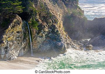 USA Pacific coast beach landscape, California - USA Pacific...