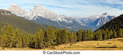 Le Tofane Gruppe and Hohe Gaisl, Dolomiti, Italy - View of...