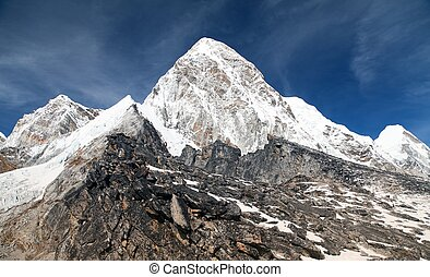 View of Mount Pumo Ri and Kala Patthar - way to Everest base...