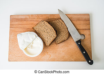 bread and butter with knife