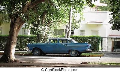 Retro car in Havana - Blue retro car in Havana