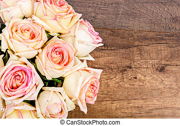 Bunch of pink roses. - Bunch of pink roses against a wooden...
