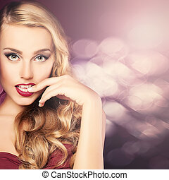 Portrait of Glamorous Beauty. Woman with Blonde Hair
