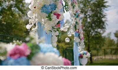 Wedding decoration. Arch with natural flowers - Wedding...
