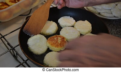 Pan pie oil fry cook - Fried in the oil cruller pie on the...