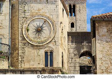 Split clock 01