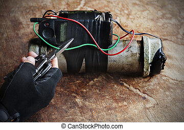 Steel pipe explosive with hand hold wire cutter tool for...