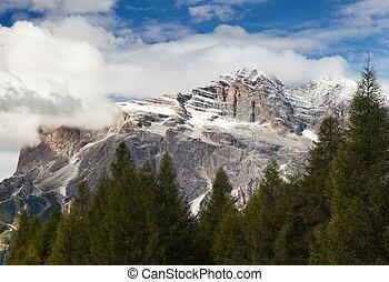 Tofana or Le Tofane gruppe, Dolomites, Italy - View of...