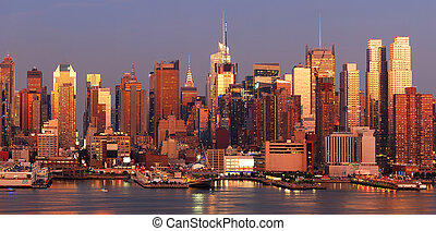 Manhattan sunset - New York City Manhattan skyline panorama...