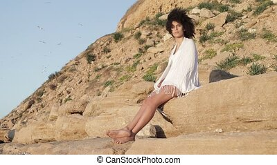 Young female at the desert - Authentic model with afro...