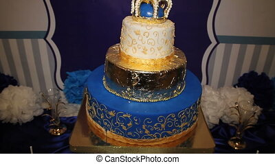 Baby cake with crown on top - Birthday baby cake with crown...
