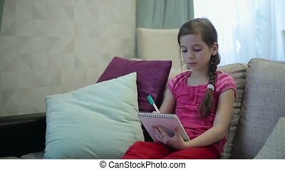 A girl writes draws in Notepad