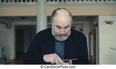 Old man shocked of using tablet