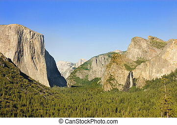 Yosemite Valley with half Dome, El Capitan and Bridleveil...