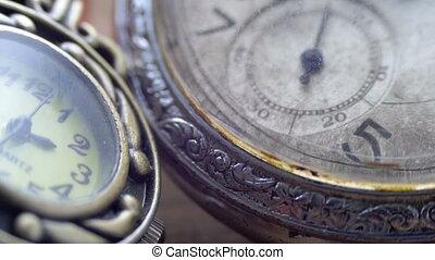 Quartz and mechanical clocks - Quartz and mechanical vintage...