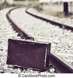 trilhas, mala, ferrovia, logo