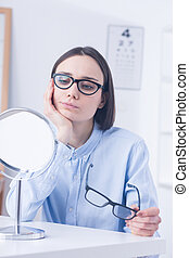 Undecided client choosing eyeglasses - Undecided client in...