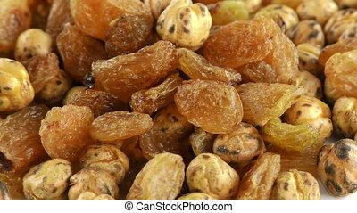 Raisins and Roasted Chickpea