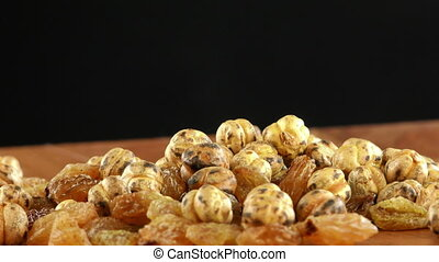 Raisins and Roasted Chickpea