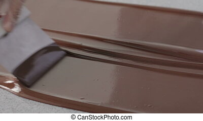 tempered chocolate flow