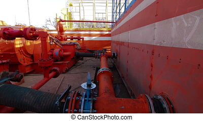 Drilling fluid circulation system tanks - Drilling rig mud...