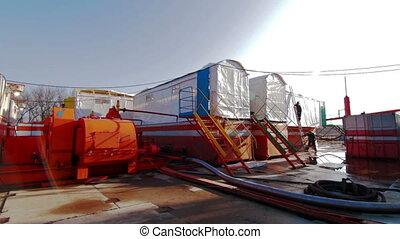 Drilling fluid circulation system tanks - Drilling rig mud...